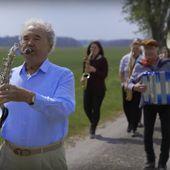 Pierre Perret bientôt déconfiné dans son nouveau clip - Stars et people - ZIKEO