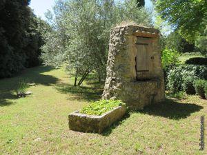 La seconde maison du hameau...avec son bassin et son puits