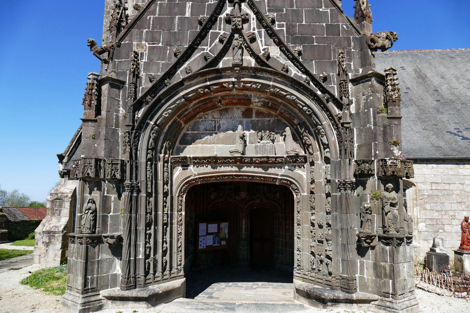 Le porche sud de l'église de Pencran. Photographie lavieb-aile.