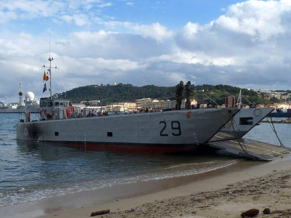NUI . DHO , CTM 29 , en exercice de plagéage sur la plage de la vieille à Saint Mandrier