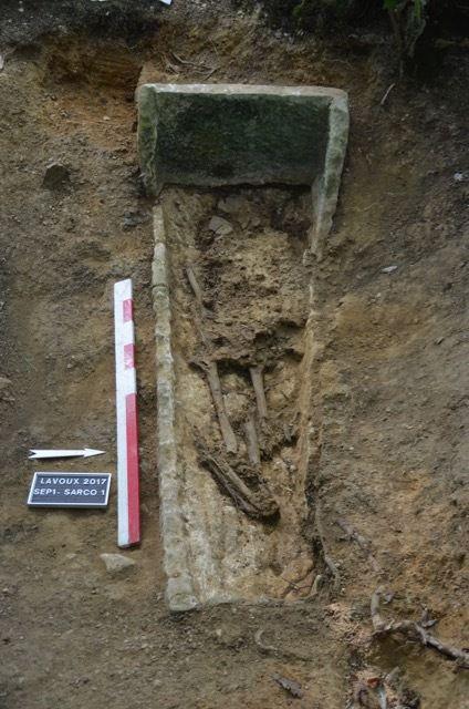Quelques photos du sarcophage lors des fouilles effectuées par D. Morleghem