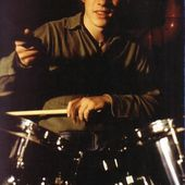 U2 -Larry Mullen à la batterie -1978 - U2 BLOG