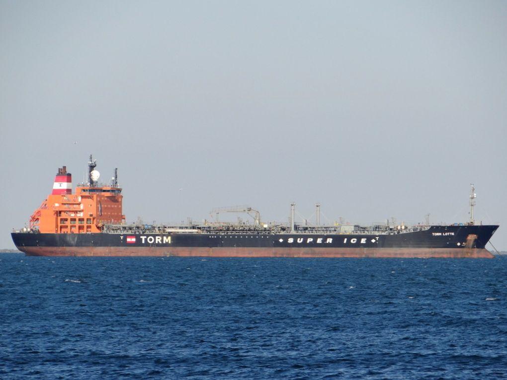 TORM LOTTE au mouillage dans le golfe de Fos sur Mer  le 27 mai 2015