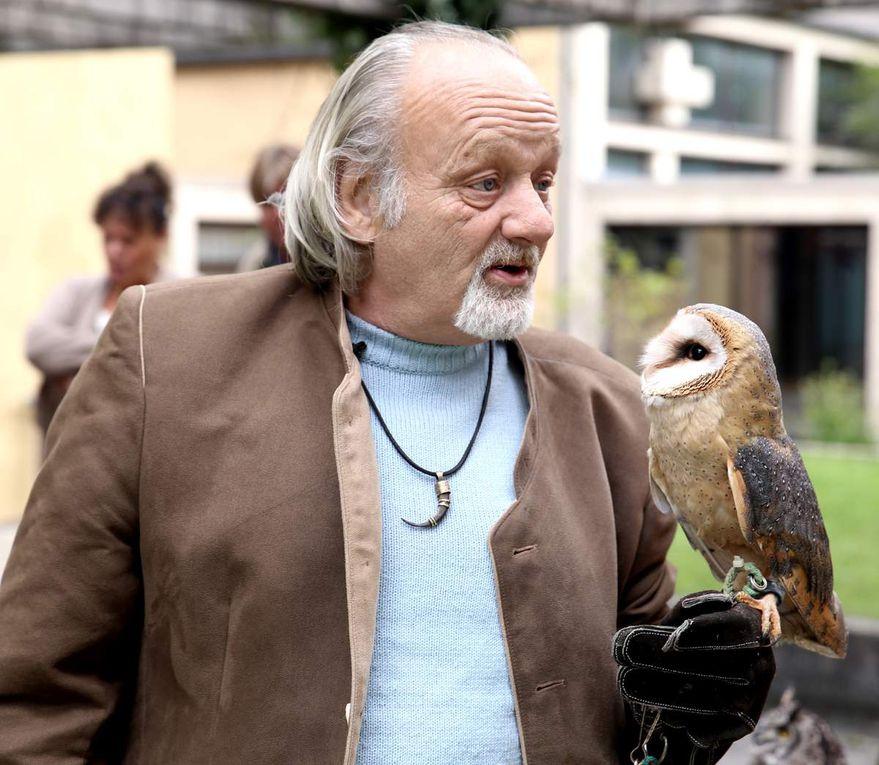 Eine Attraktion war eine Eulenschau mit dem Falkner Harald Dellert.