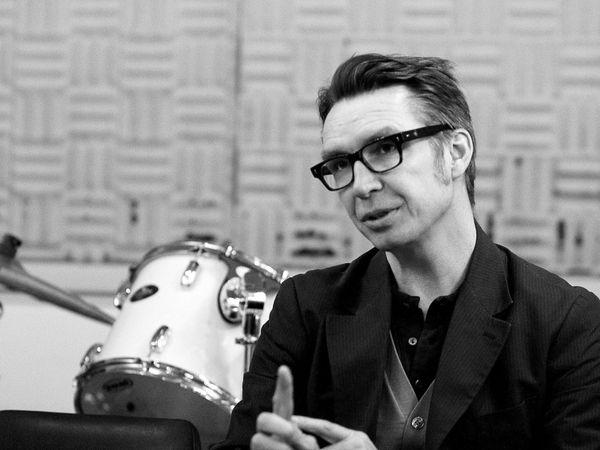 frédéric lo, un musicien, réalisateur musical, composeur, arrangeur, producteur de musique et auteur-compositeur interprète français de génie