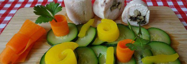 Ballottines de poulet farcies aux champignons et ses légumes
