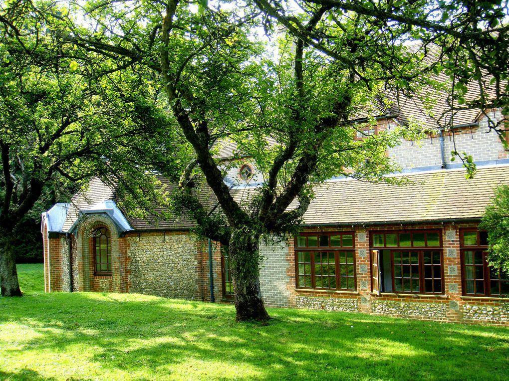 Centre d'Etude pour adultes à Brockwood Park, atenant à l'école du même nom. Situé en Angleterre, c'est un lieu voulu par Krishnamurti à la fin de sa vie.