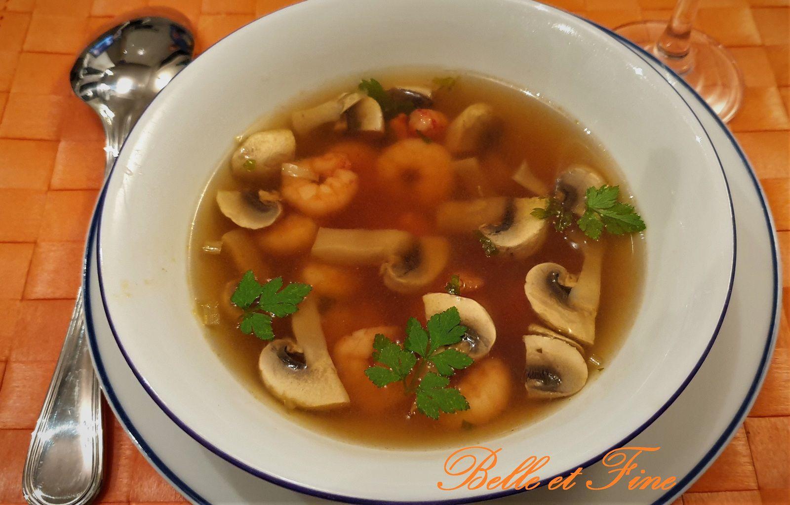 Consommé de crevettes et champignons à la citronnelle
