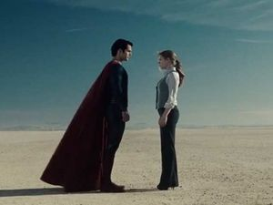 There are scenes in which Lois and Clark/Superman have chemistry.