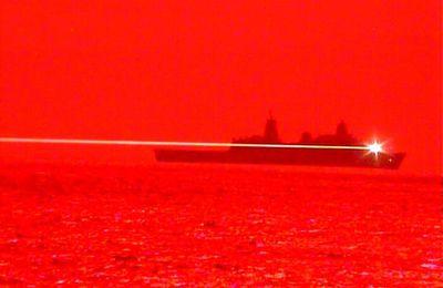 Le navire d'assaut amphibie américain USS Portland a testé une arme laser contre un drone avec succès
