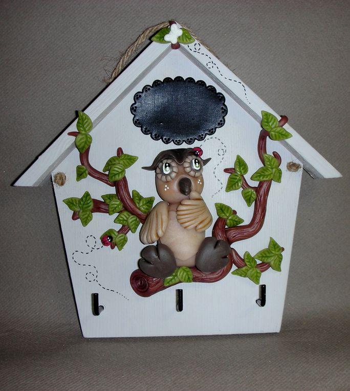 Maison porte- clés avec p'tit hiboux en porcelaine froide