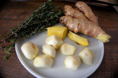 épices et aromates du cari de poulet créole