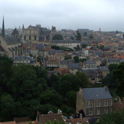 Quels sont les cours dispensés par l'université de Poitiers?