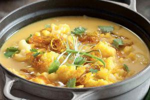 Soupe de Chou-fleur au Curry et Oignon