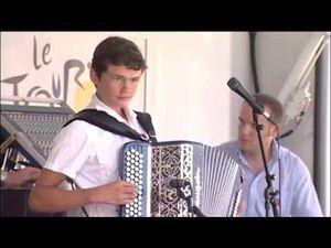 Diego gatte, une famille d'accordéonistes de père en fils, les deux fils Diego et menzo ont un véritable attrait pour l'accordéon