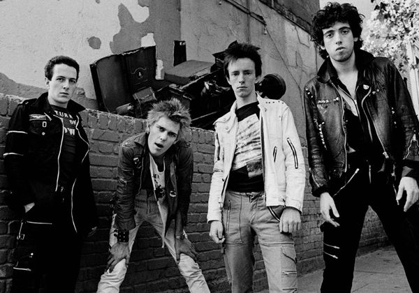 the clash, l'un des groupes majeurs de la scène musicale rock britannique rattaché au mouvement punk