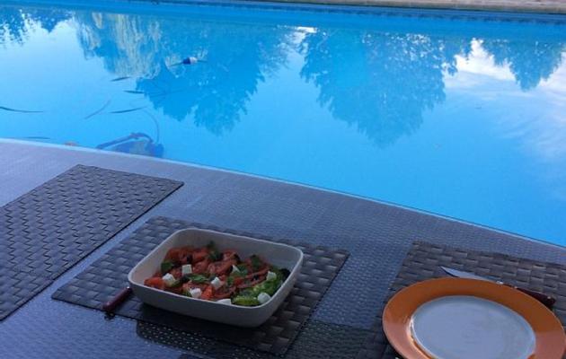 Une JOURNEE de détente entre soeurs avec piscine, ça vous dit ?