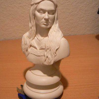 Custom : Eowyn buste et statue