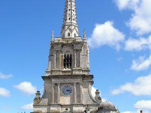 La cathédrale Notre-Dame-de-l'Assomption et son cloître.