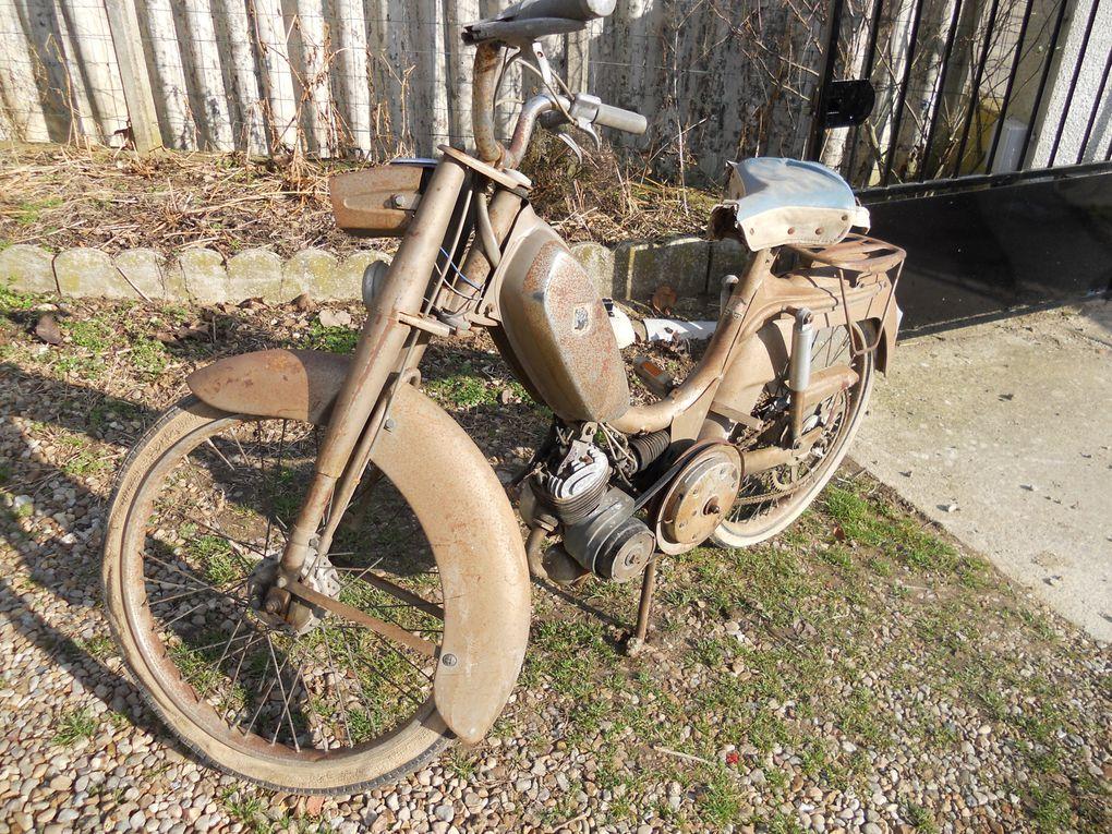 Peugeot BB VM du 30 Juillet 1963 Année : 1965 N° Moteur / Cadre : 2184772 Carburateur : Jantes :