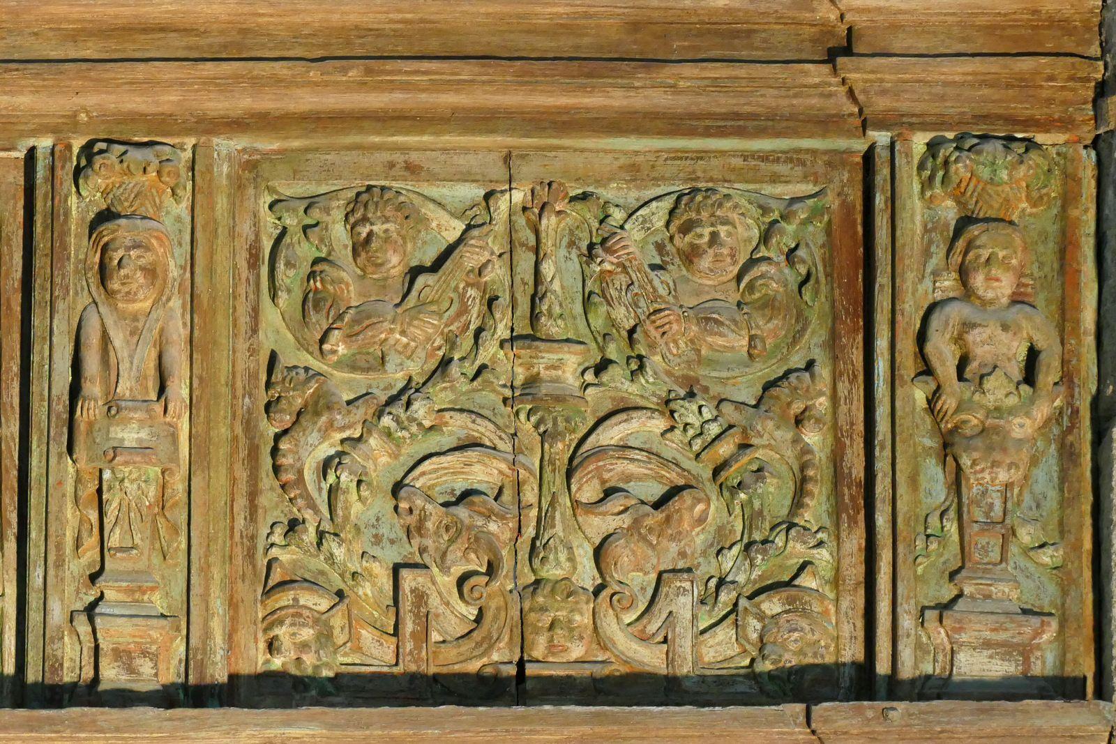 Clôture de chœur (bois, 1575-1580), bas-côté nord,  de la chapelle Saint-Herbot. Photographie lavieb-aile 4 août 2021.