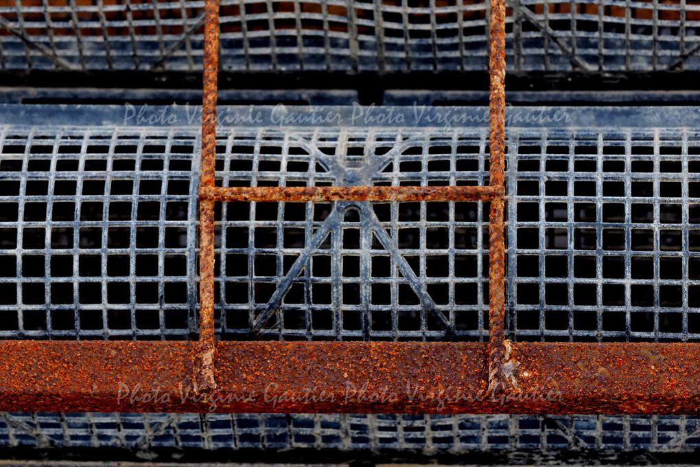 Chaines rouillées, métal rongé par le sel