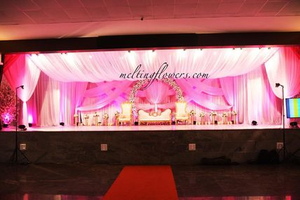 How Modern Wedding Halls Are Decorated? Know The Floral Themes