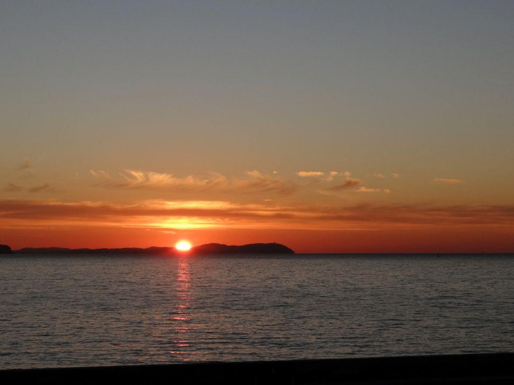 Lever du soleil sur la grande rade de Toulon le 17 novembre 2017