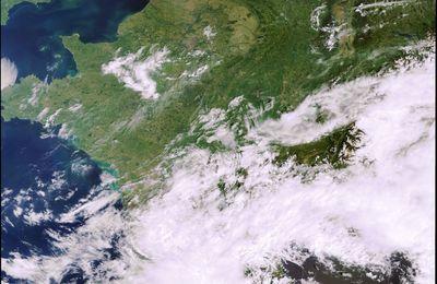 Week-end de Pâques : beau temps dans le nord pour les touristes, un manque d'eau qui inquiète les agriculteurs et même un incendie en Belgique…