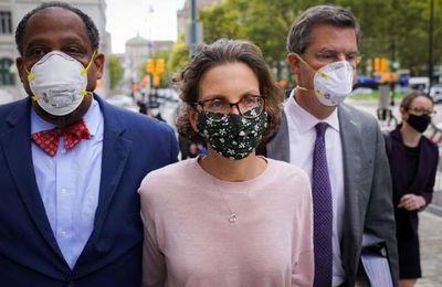 NEW YORK — Clare Bronfman, riche bienfaitrice de Keith Raniere, dirigeant déchu d'un groupe de croissance personnelle dans l'État de New York qui a été reconnu coupable d'avoir transformé des femmes en esclaves sexuelles