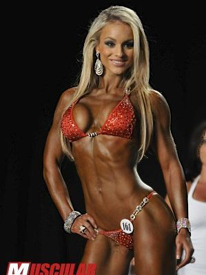 Interview Bikini Girl : Noémi Olah, IFBB PRO