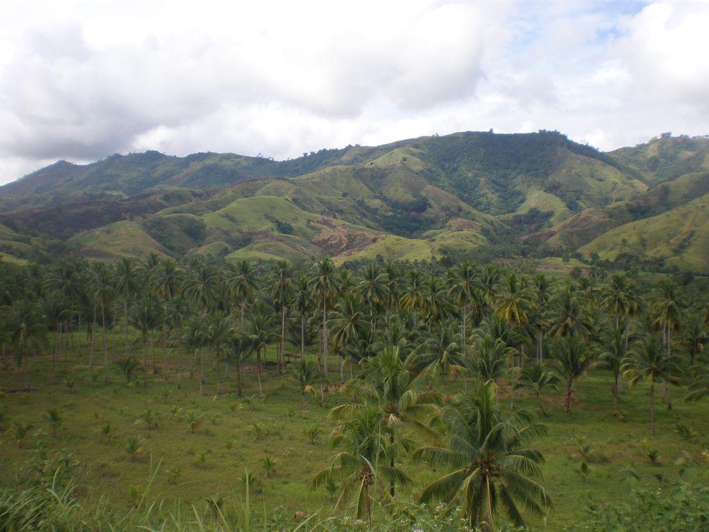 """mission avec le Doc Cagape et l'armee philippine.voyage tres perilleux, route catastrohique, traversee de 14 rivieres, pour arriver enfin dans 2 villages perdus en pleine montagne. mission """"adventurous"""""""