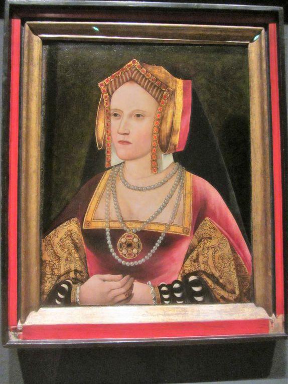 Le roi d'Angleterre Henri VIII voulait un héritier mâle et Catherine d'Aragon ne parvenait pas à lui en donner. Prêt à tout pour atteindre son but, il répudia son épouse qui lui avait quand même donné une fille ...