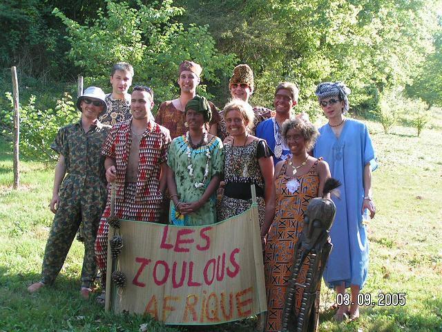 <p>La fameuse fiesta du 03/09/2005....&nbsp; Bon esprit... Tr&egrave;s tr&egrave;s&nbsp;bon esprit !!! ;)</p> <p>Quelques stats :&nbsp;</p> <p>136 bracelets d'attribu&eacute;s (donc 146 participants ... )</p> <p>300 L&nbsp;de bi&egrave;res&nbsp;( au fait il en restait combien ???)</p> <p>60L de punch etc...</p> <p>Et surtout : <strong>250 ans &agrave; f&ecirc;ter !!!</strong></p> <p>&nbsp;</p> <p>Encore merci &agrave; ceux qui sont venus ... on t&acirc;chera de remettra &ccedil;a... :)</p