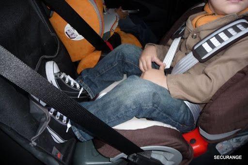 Le dos à la route est le moyen le plus sûr de faire voyager vos enfant jusqu'à 2 ans minimum et encore...