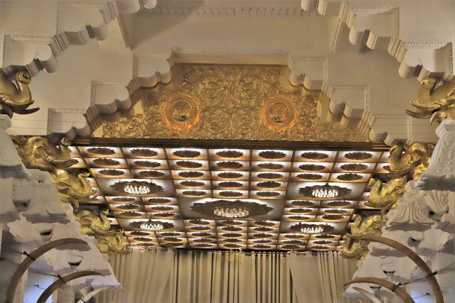 Intérieur temple dent sacrée Kandy - Sri Lanka