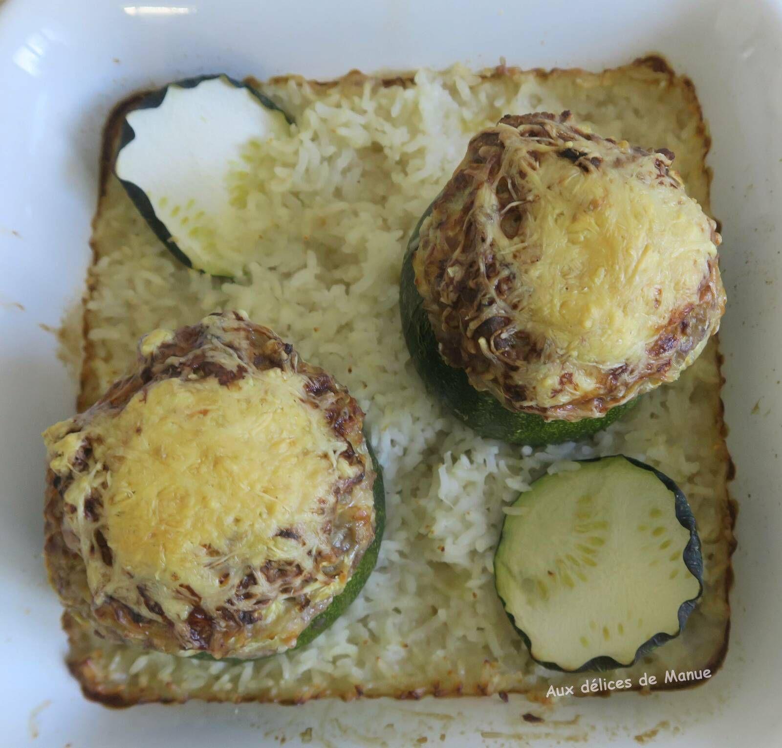 Courgettes rondes farcies au boeuf, pain de mie et St-Môret, sur lit de riz