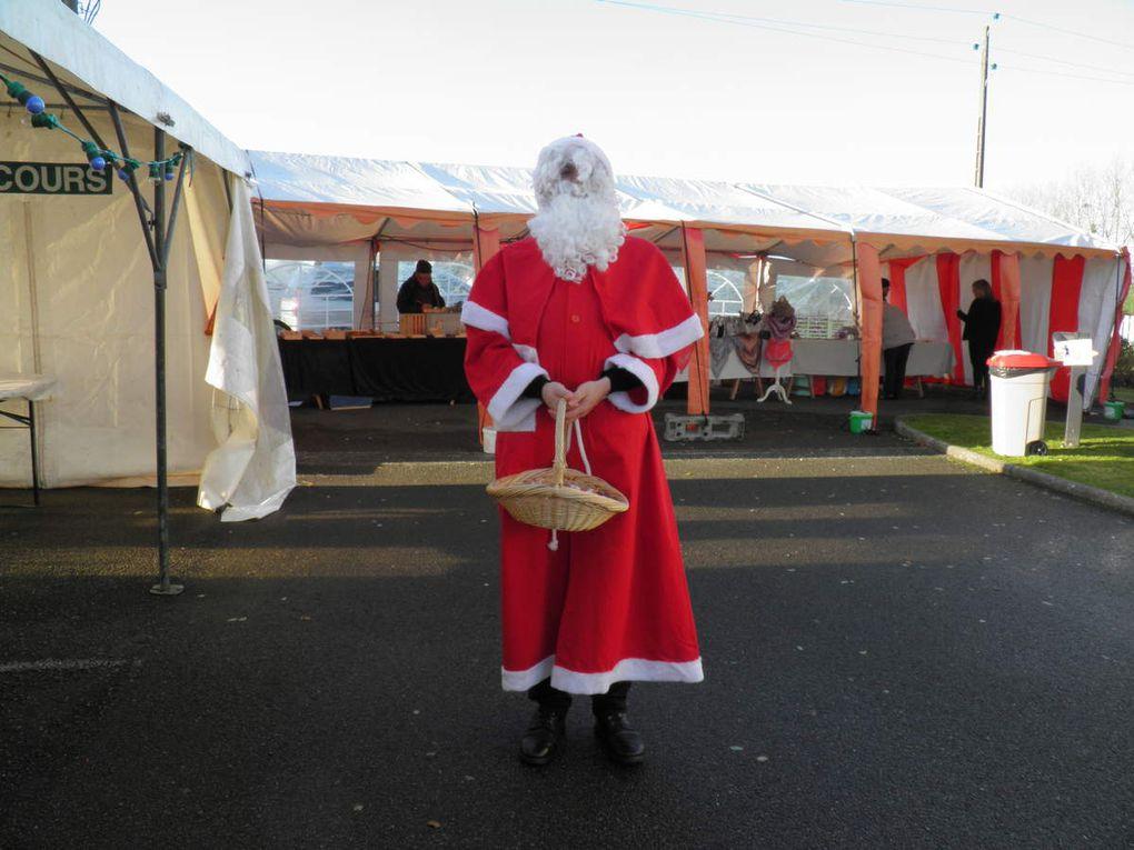 28 novembre 2015 : la Confrérie au marché de Noël de l'EHPAD de Saint-Pierre-des-Nids.