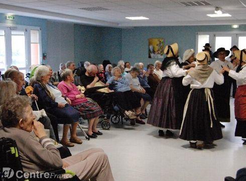 lou belladaires, un groupe folklorique de lempdes pour des danses traditionnelles