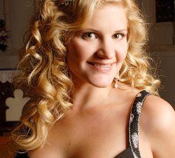 mirusia louwerse, une chanteuse soprano australienne qui participa à des émissions musicales et fut intronisée par andré rieu