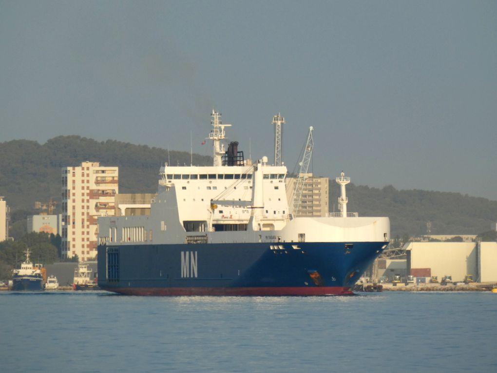 MN TANGARA , a quai et appareillant de la Seyne sur Mer  les 02,septembre et 03  septembre2019