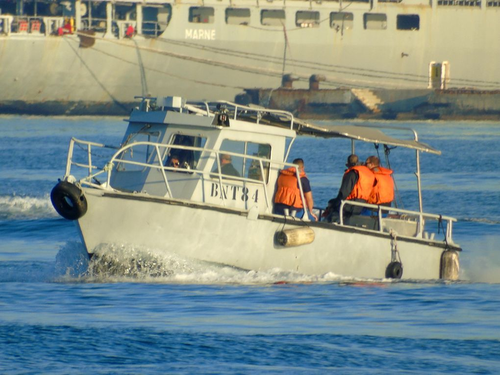 BNT 84 , en transit en petite rade de Toulon le 04 avril 2017