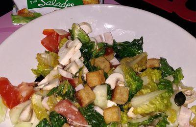 Salade avec croûtons de chèvre.