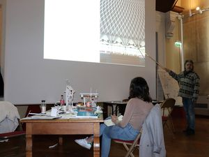 Philippe Costard, Designer est à l'oeuvre, de séances collectives au travail individuel sur table