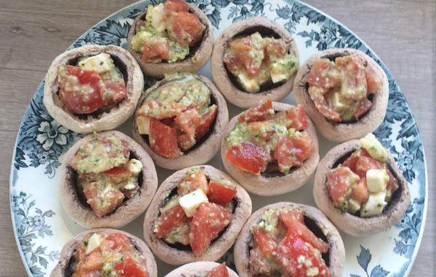 Champignons farcis tomates féta pesto