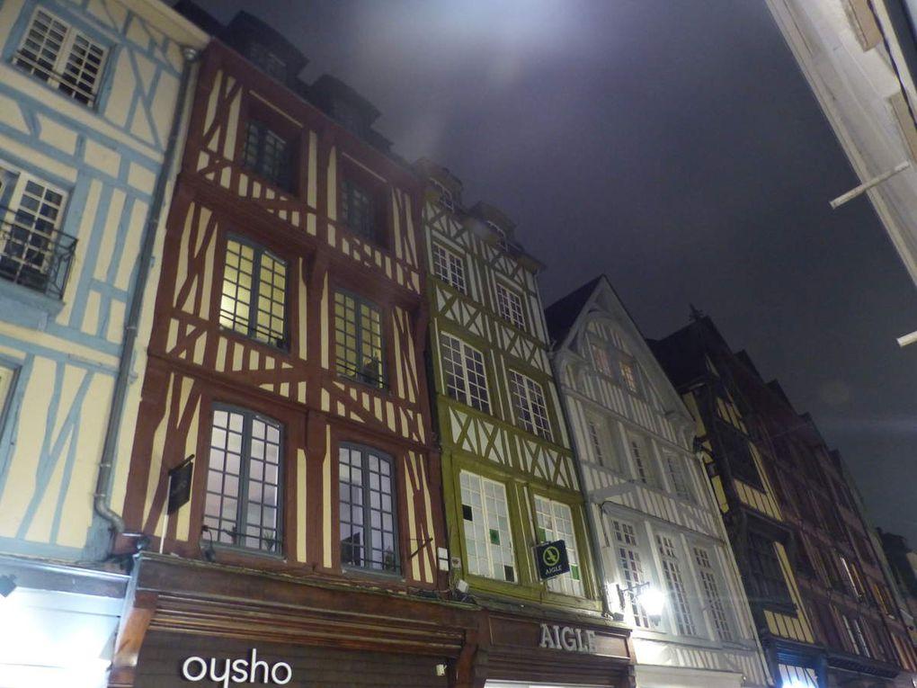 La première et la dernière photos, la tour de l'Hôtel du département qui domine de toute sa hauteur les bords de Seine et change de couleur.