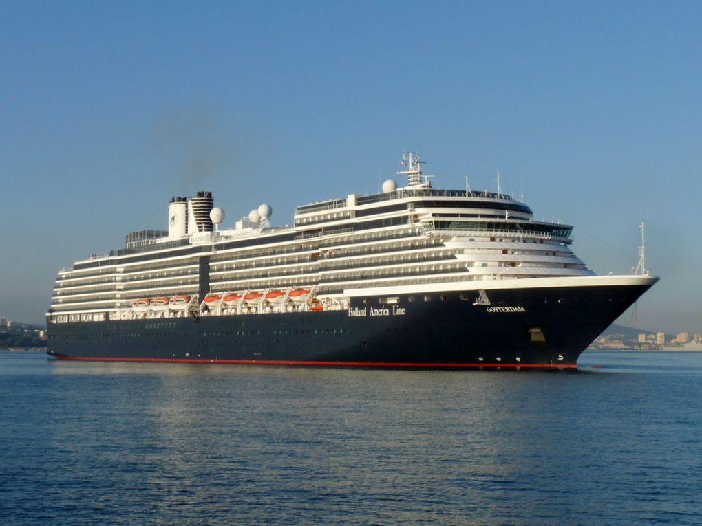 OOSTERDAM , arrivant dans le port de Toulon , le 30 octobre 2016