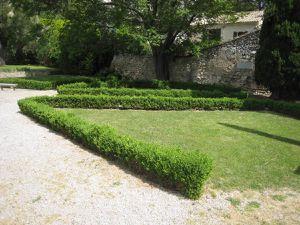 Françoise admire les jardins !