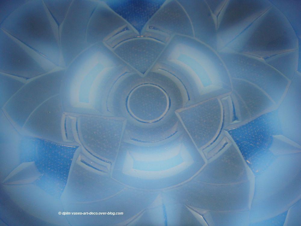 Coupe Hunebelle opalescente Modèle Concentriques Détai