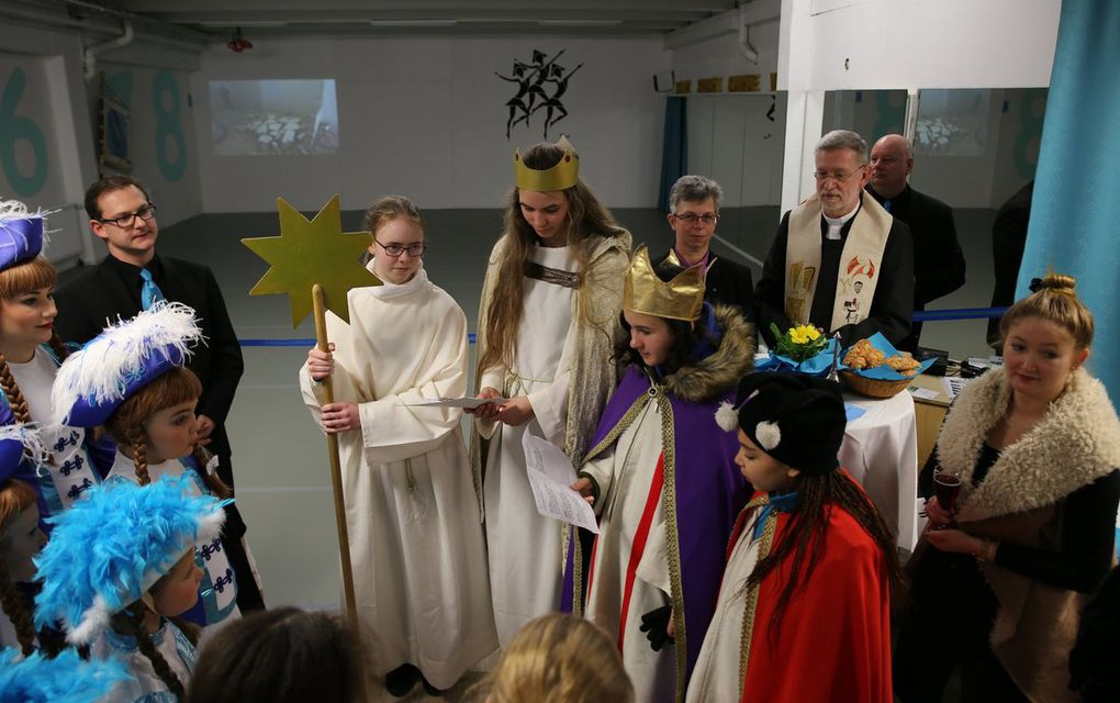 Dem Verein das Beste wünschten zusammen mit der Geistlichkeit auch die Sternsinger Annelie, Anastasia, Ehi und Christine.